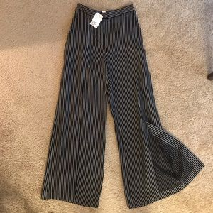Never worn! Wide leg plants striped with slits